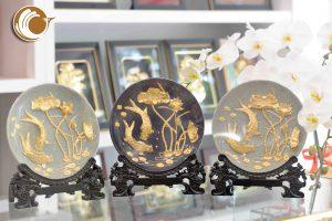 Đồ đồng Việt chuyên quà tặng cao cấp- đĩa vàng cá chép hoa sen
