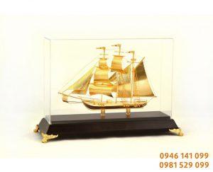 Thuyền buồm phong thủy để bàn làm việc 30 cm
