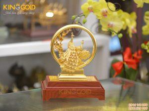 Biểu trưng chim công bằng vàng- quà mừng cưới ý nghĩa